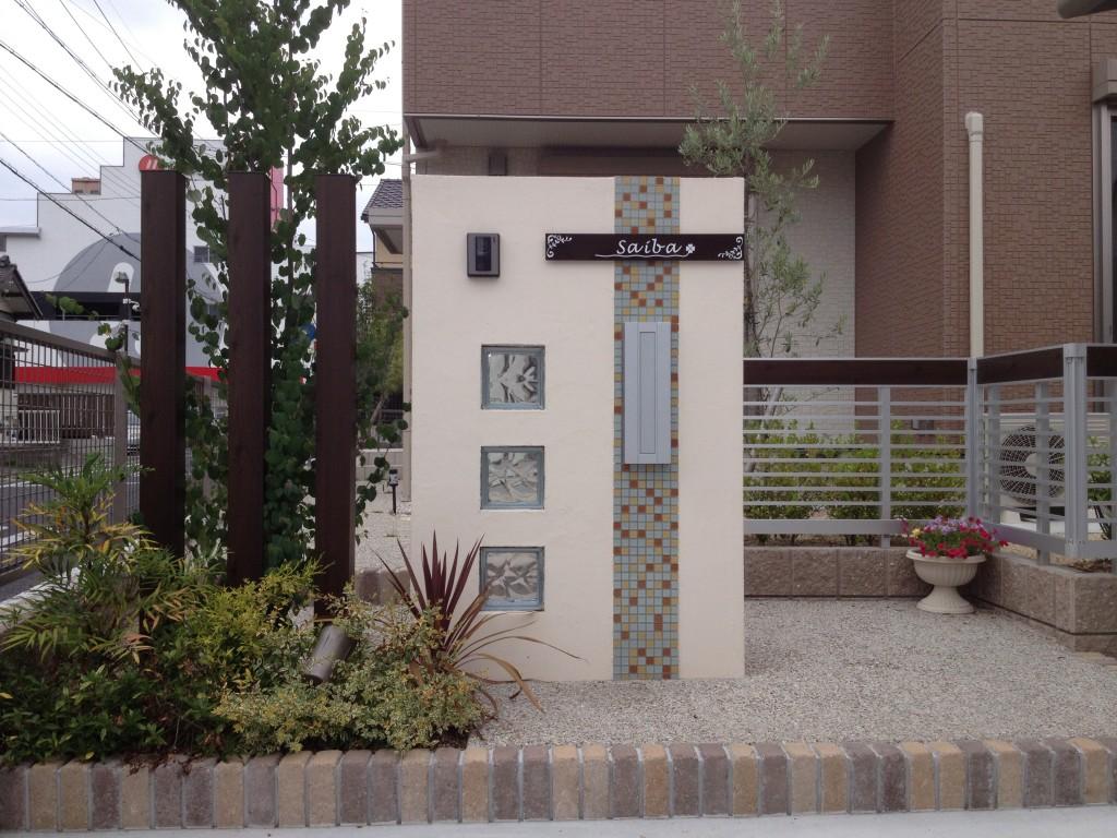 デザイン門柱のある外構