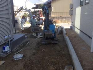 外構工事の土の鋤取り