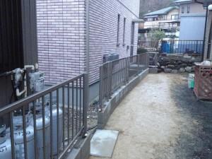 縦格子のフェンス工事