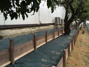 防草シートの敷設