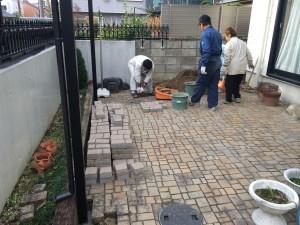 擬石ブロックの敷設